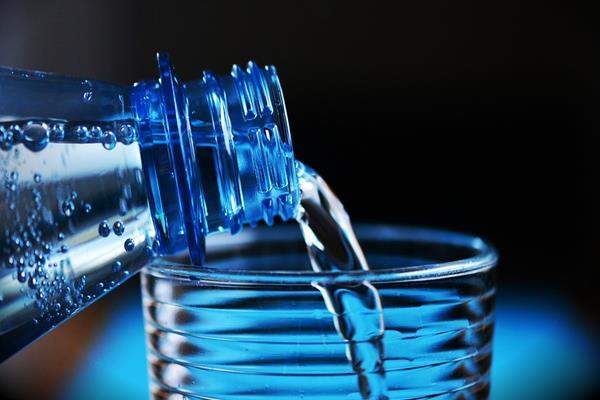 Butelka filtrująca – chwilowy trend czy gotuj na zdrowie?
